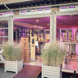 Seecontainer als Glashaus auf der WINE HOUSE Terrasse